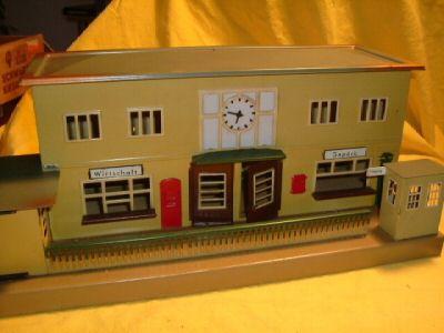 maerklin 2002 spielzeug eisenbahn bahnhof beige flachdach