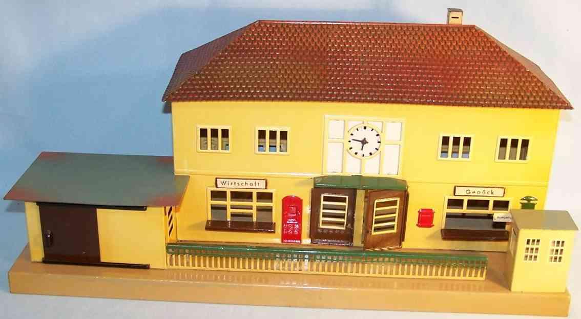 maerklin 2002 b spielzeug eisenbahn bahnhof blech beige tuerkis braun