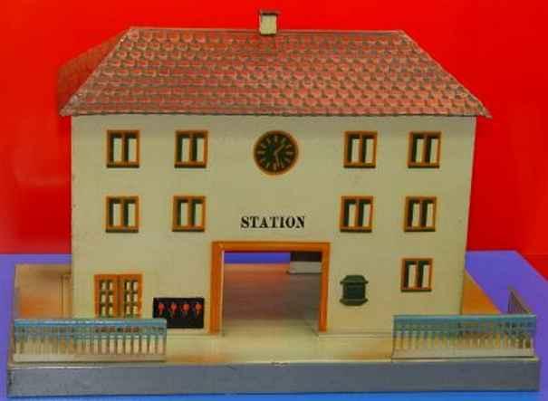 maerklin 2047 spielzeug eisenbahn bahnhof  2. generation
