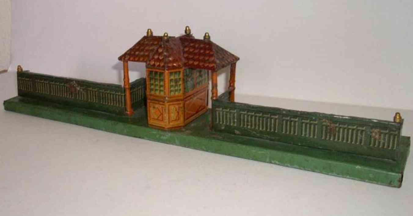 bing 10/651 spielzeug eisenbahn bahnsteig bahnhalle bahnsteigsperre mit kontrollhäuschen und zwei überdachten du
