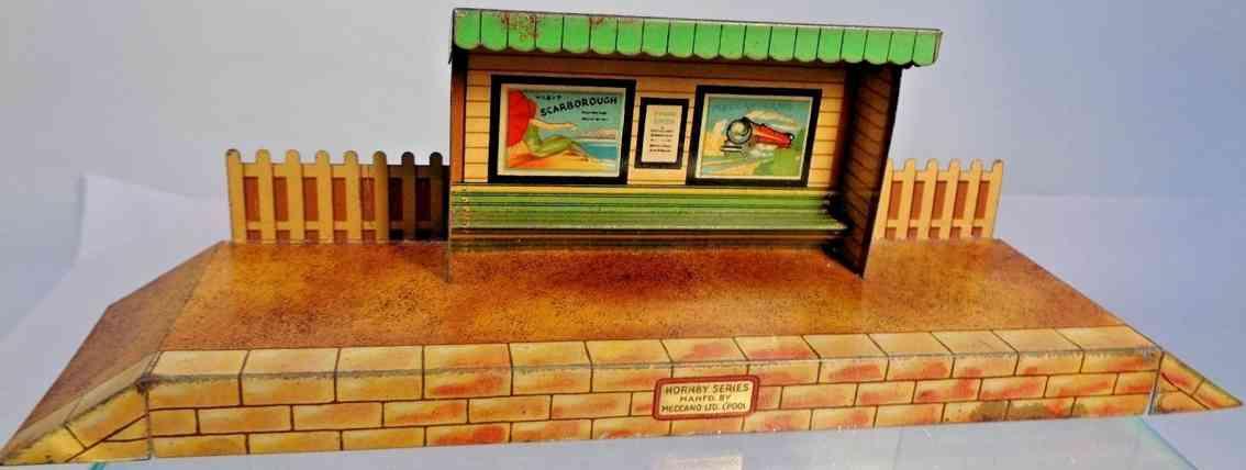 hornby railway platform toy passenger waiting platform tin shed bench posters fenc