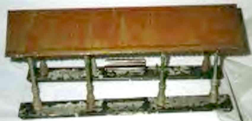 ives 117 (1914) spielzeug eisenbahn bahnsteig bahnhalle bahnsteig bemalt, zwei sockel in dunkelgrün oder grau und da