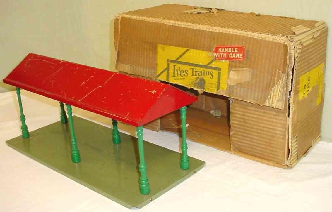 ives 228 spielzeug eisenbahn bahnsteig bahnhalle bahnsteig auf grünen sockel mit sechs grünen säulen und  rot