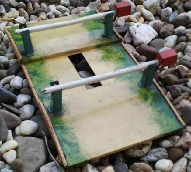 karl bub 377 spielzeug eisenbahn bahnuebergang mit 2 schranken