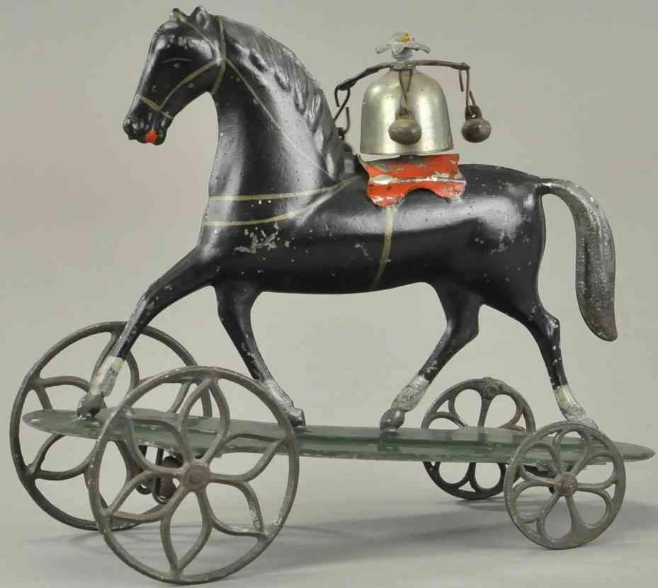althof bergmann & co blech schwarzes pferd auf plattform als glockenspielzeug