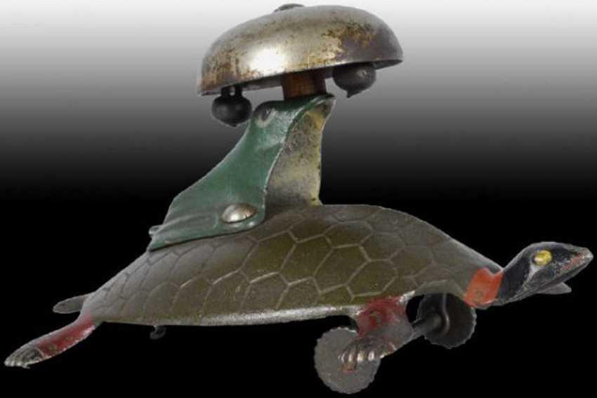 Bell Toy Frosch auf dem Rücken einer Schildkröte mit Glocke