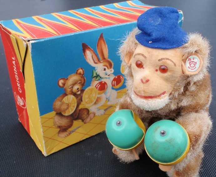 Carl Max Monkey with rumba balls