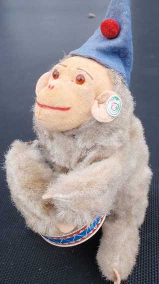 Carl Max Monkey with drum