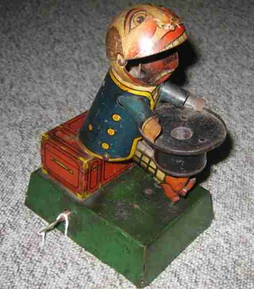 distler johann tin wind-up toy knoedelfresser