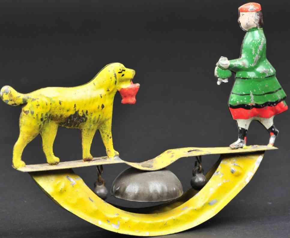 fallows blech maedchen mit hund als glockenspielzeug