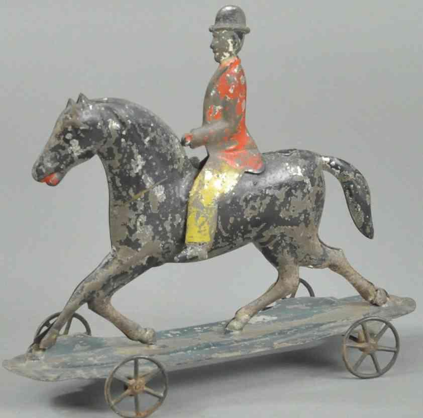 fallows blech spielzeug mann reitet auf pferd plattform