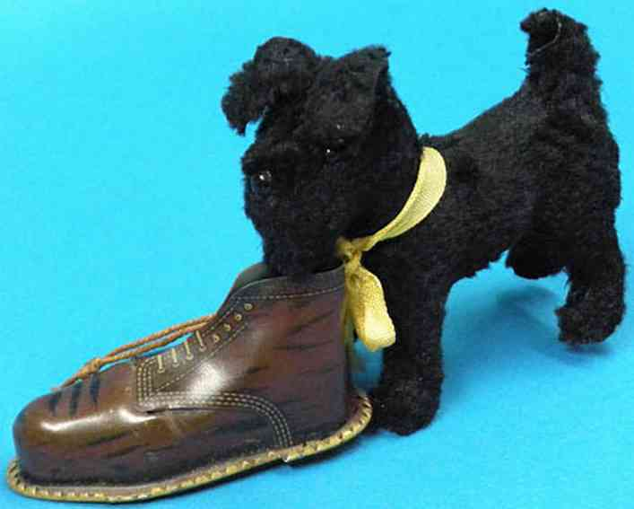 Gescha Hund mit Schuh