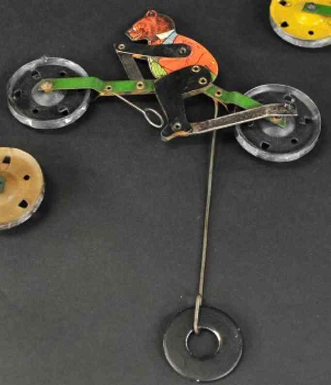 gilbert blech spielzeug baer auf fahrrad fuer seilfahrt