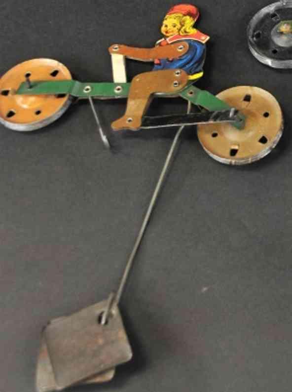 gilbert blech spielzeug maedchen auf fahrrad fuer seilfahrt