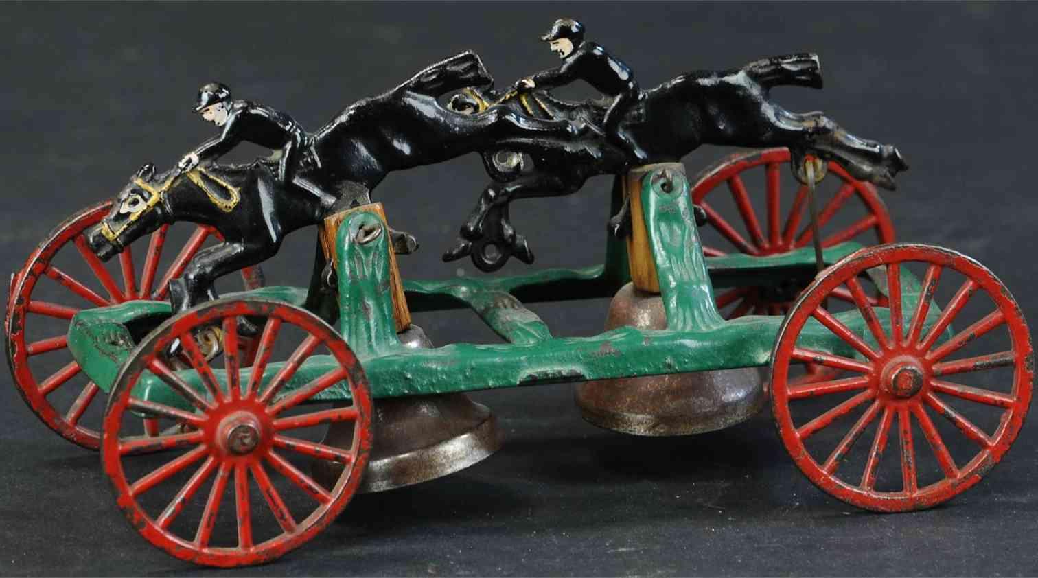 hubley gusseisen hindernisrennen als glockenspielzeug zwei pferde reiter