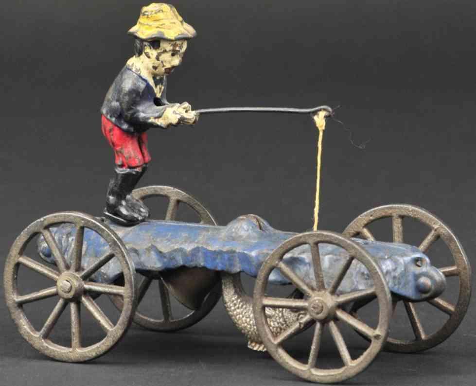 n.n. hill brass co gusseisen glockenspielzeug junge mit angel und fisch