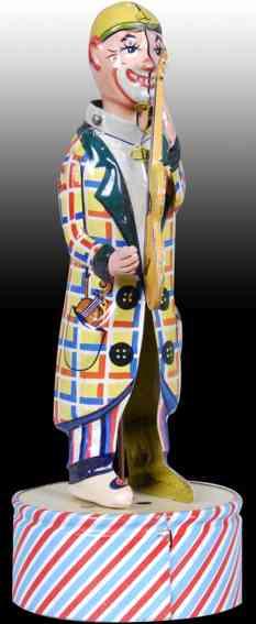 Clown mit Gitarre und Uhrwerk auf rundem Sockel aus Blech
