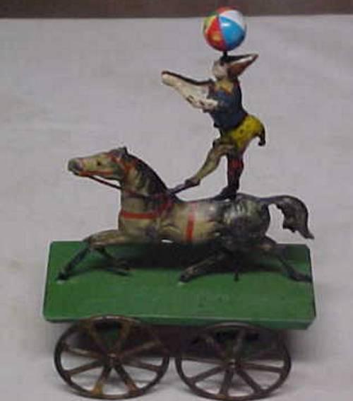 Clown auf einem Pferd mit Ball auf der Nase