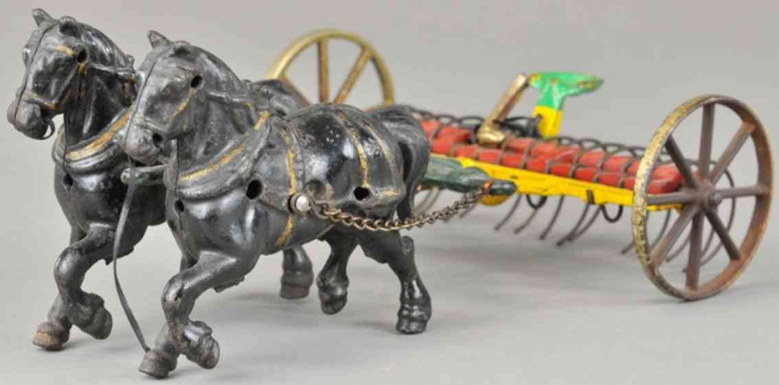 arcadespielzeug gusseisen heuharke zwei pferde