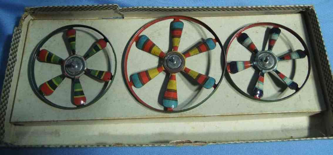 marklin maerklin 9081 G/3 tin toy top game, diameter of the tops 6-9 cm, the stick is missing