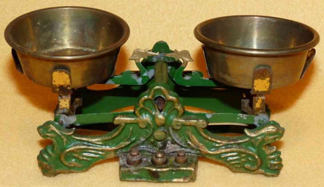 maerklin spielzeug gusseisen waage für einen kaufmannsladen aus gußeisen in grün und gold