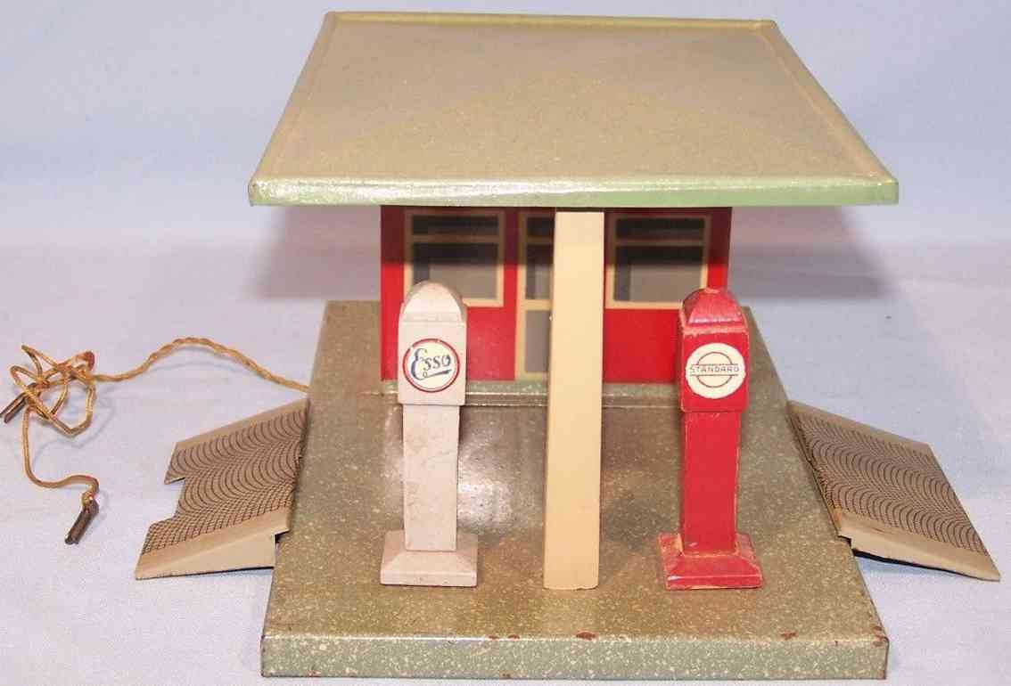 marlin tin toy gas station standard esso 2 ramps fuel dispensers