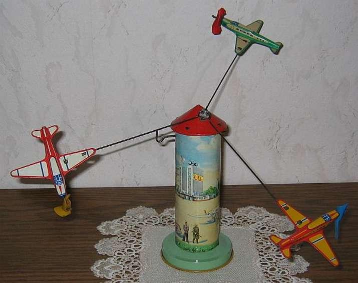 Technofix 256/3 Fliegerturm mit 3 Flugzeugen
