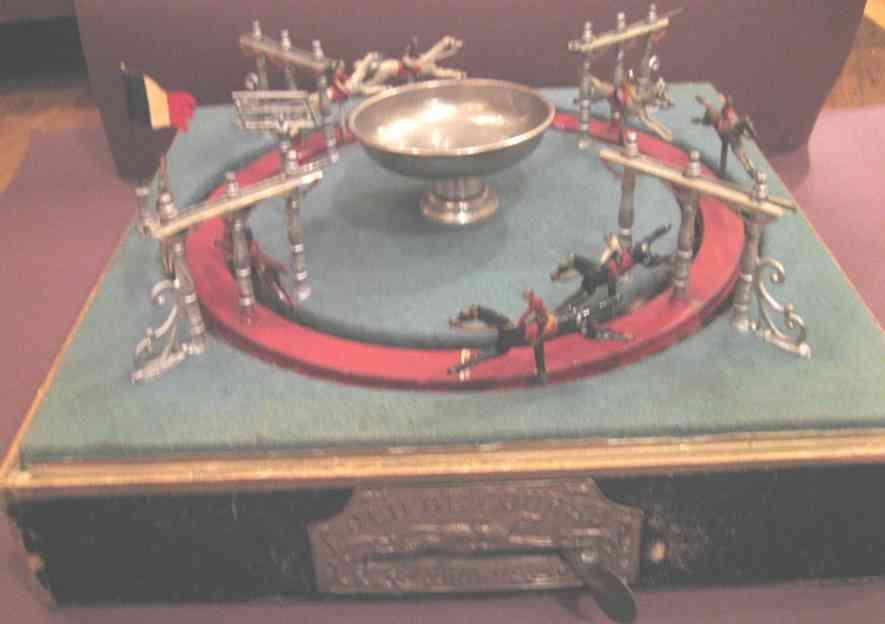 unknown blech spielzeug pferderennespiel aus metall auf holzgestell, 8 unterschiedli
