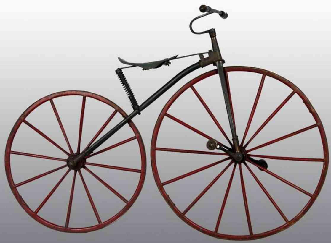 Fahrrade aus Metall mit Holzräder