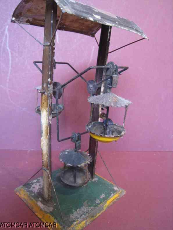 unknown blech spielzeug riesenrad mit uhrwerk, drei gondeln und wellblechdach, m-gli