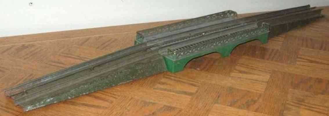ives 101-3 (1910) spielzeug eisenbahn bruecke brücke mit elektrischen schienen, es handelt sich um die alt