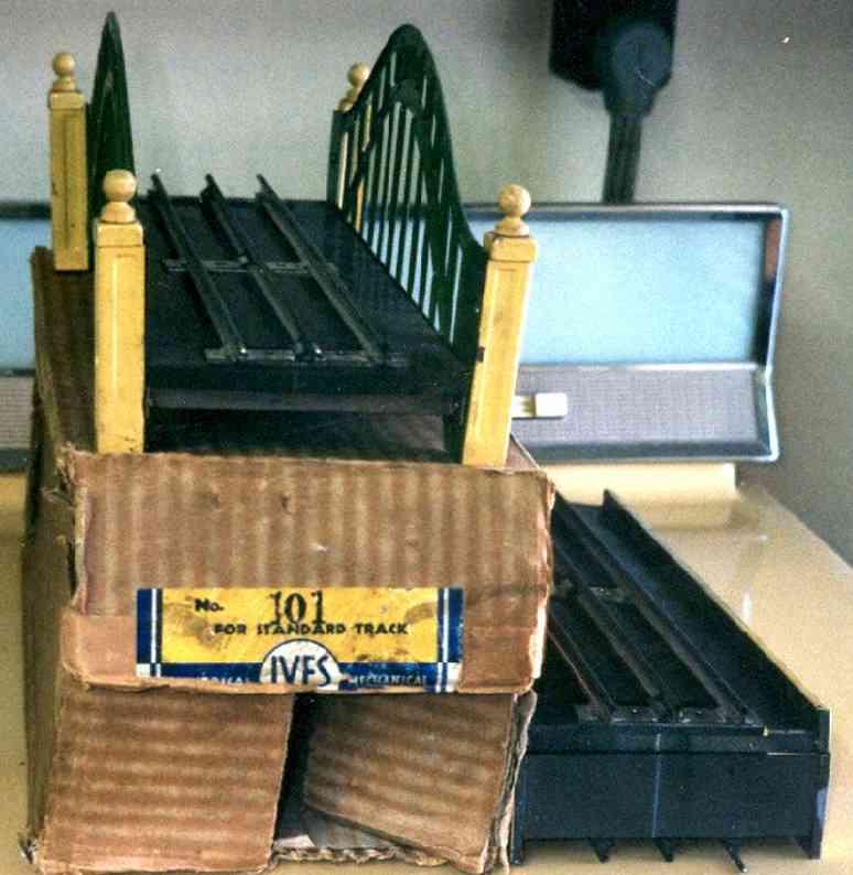 ives 101 (1931) spielzeug eisenbahn bruecke brücke. die nummer 100 ist die basisbrücke. die 101 ist iden