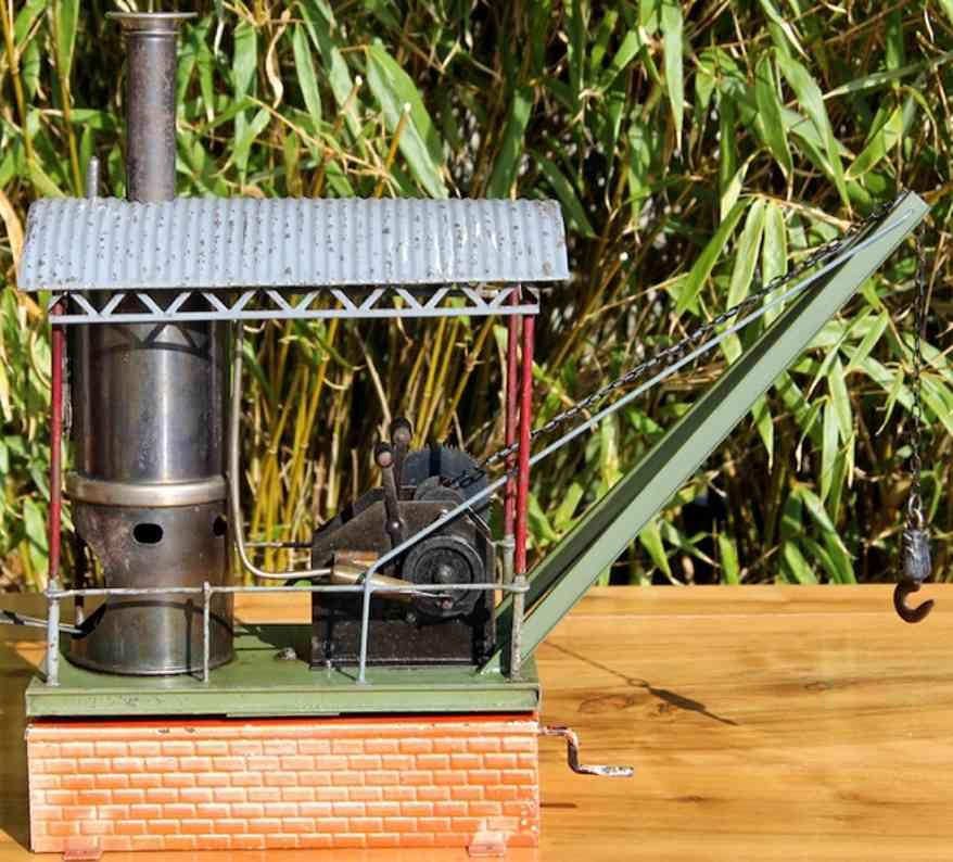 bing 10253 dampfspielzeug stehende dampfmaschine dampf-drehkran auf blechmauersteinsockel, drehbare plattform