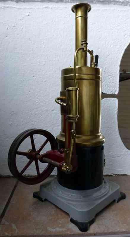 bing 1653 dampfspielzeug stehende dampfmaschine stehende dampfmaschine, unter dem sockel ist eingraviert g.b