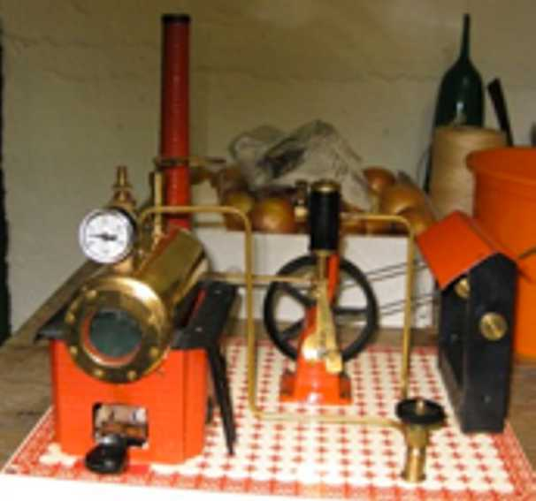 wilesco D15 horizontal steam toy untypical layout. boiler to the left and vertical agreggate