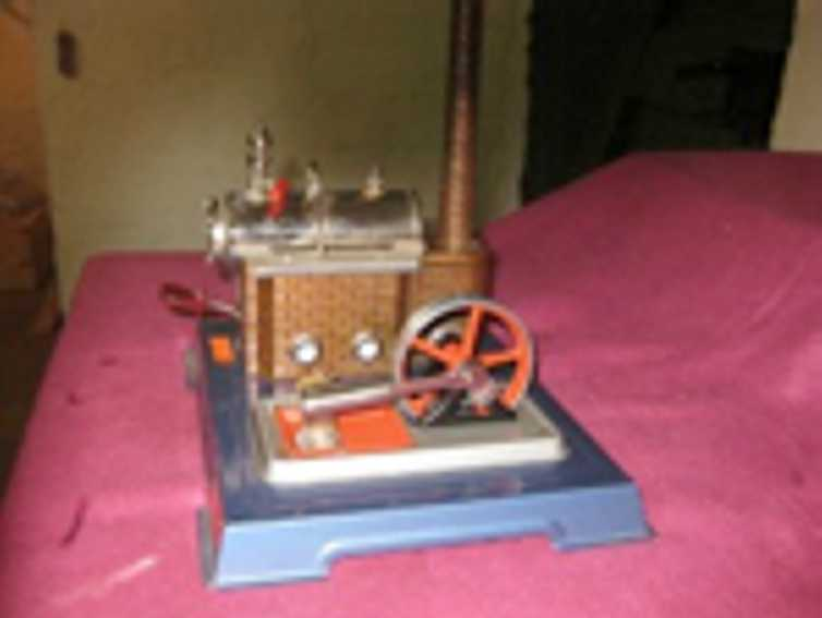 wilesco D8 horizontal steam toy steam engine with boiler to the left and agreggate to the ri