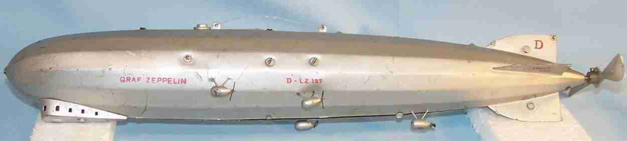 marklin dlz 127 tin toy graf zeppelin electric version