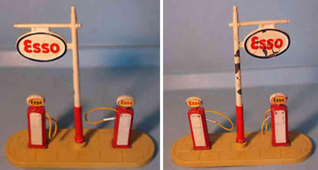 Dinky Toys 781G Esso petrol pump station