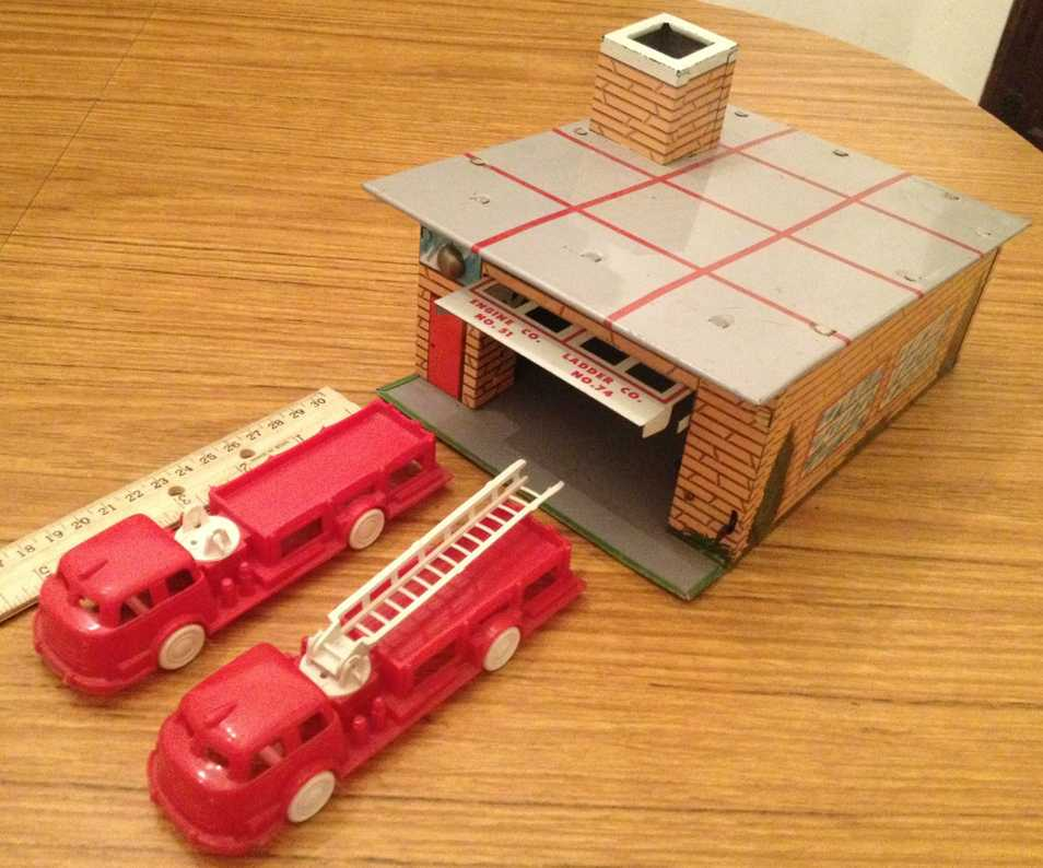 wyandotte 4003 tin toy building fire station set with 2 plastic trucks. this set is complete