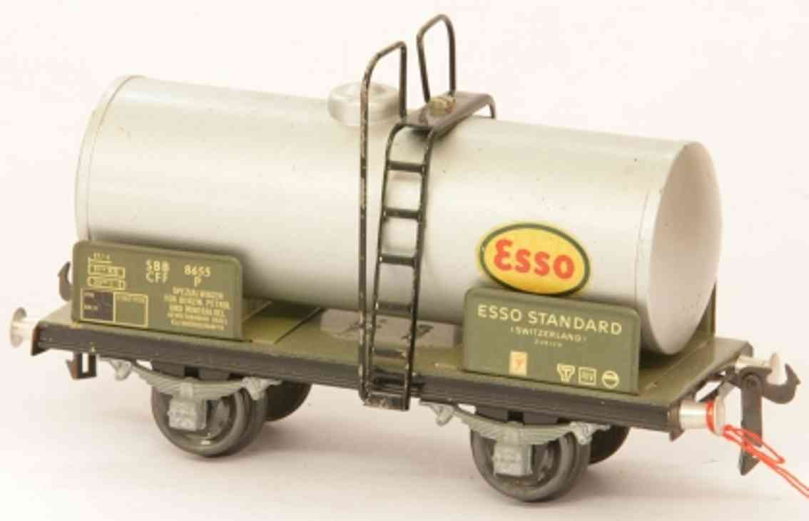 buco bucherer 8655 (1949) railway toy tank car; 2-axis, in silvery, gray and black, screwed coupli