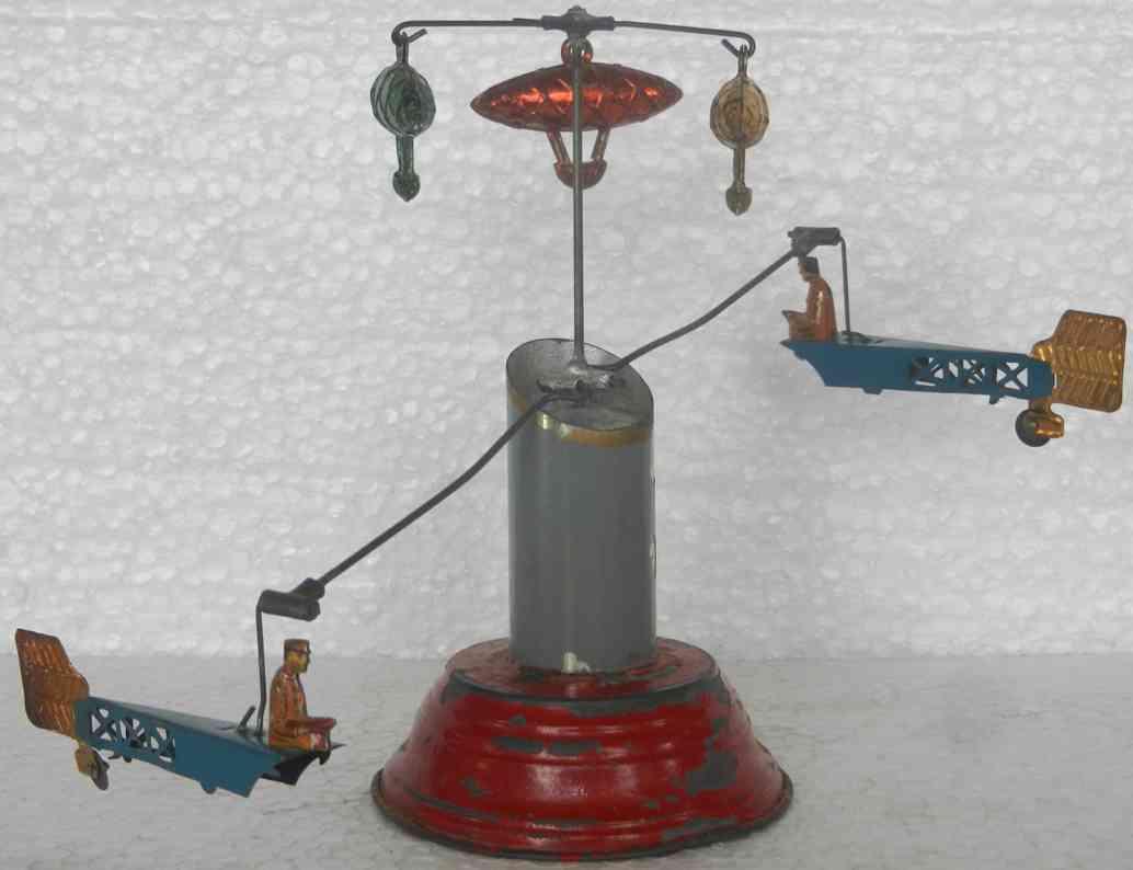 Karussell mit zwei Flugzeugen und drei Zeppelinen