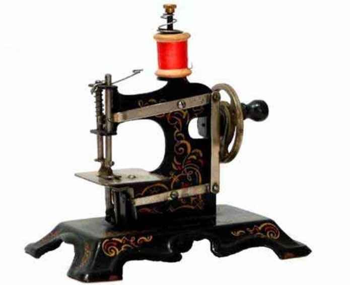 Mueller F.W. 8/neu Toy sewing machine