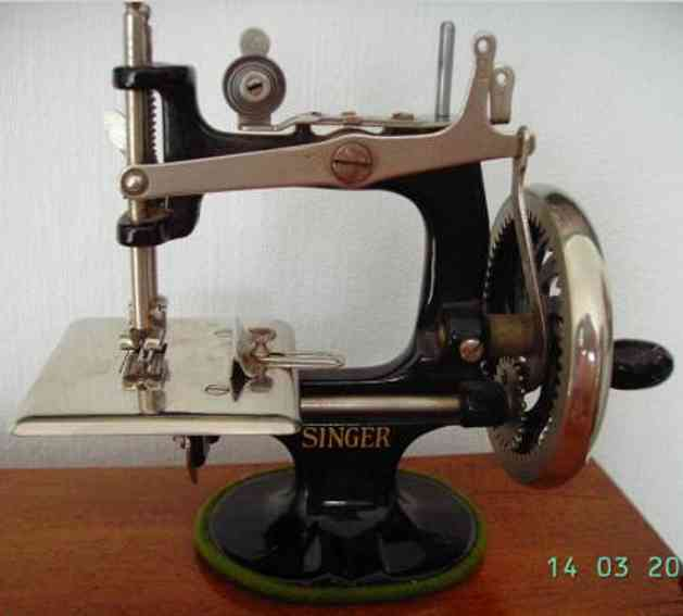 Singer Toy Child stitching machine