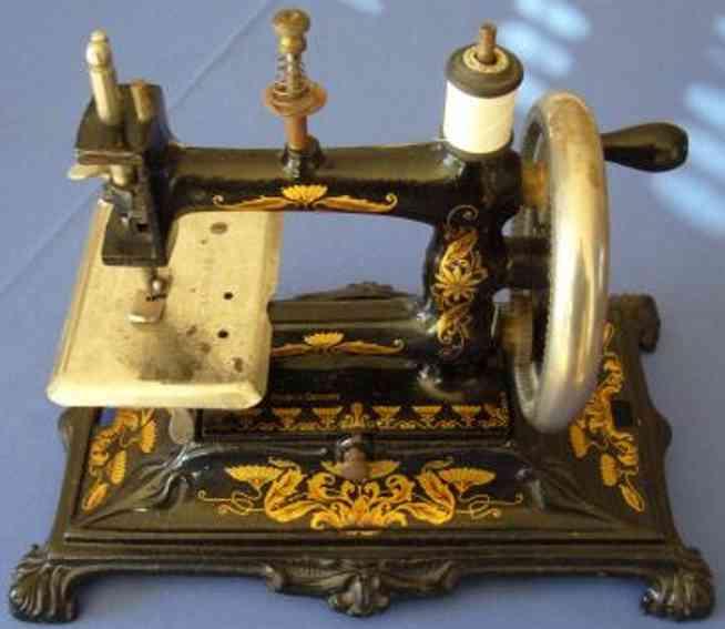 unknown kindernaehmaschine nähmaschine aus gußeisen mit jugendstil ornamenten und bemal
