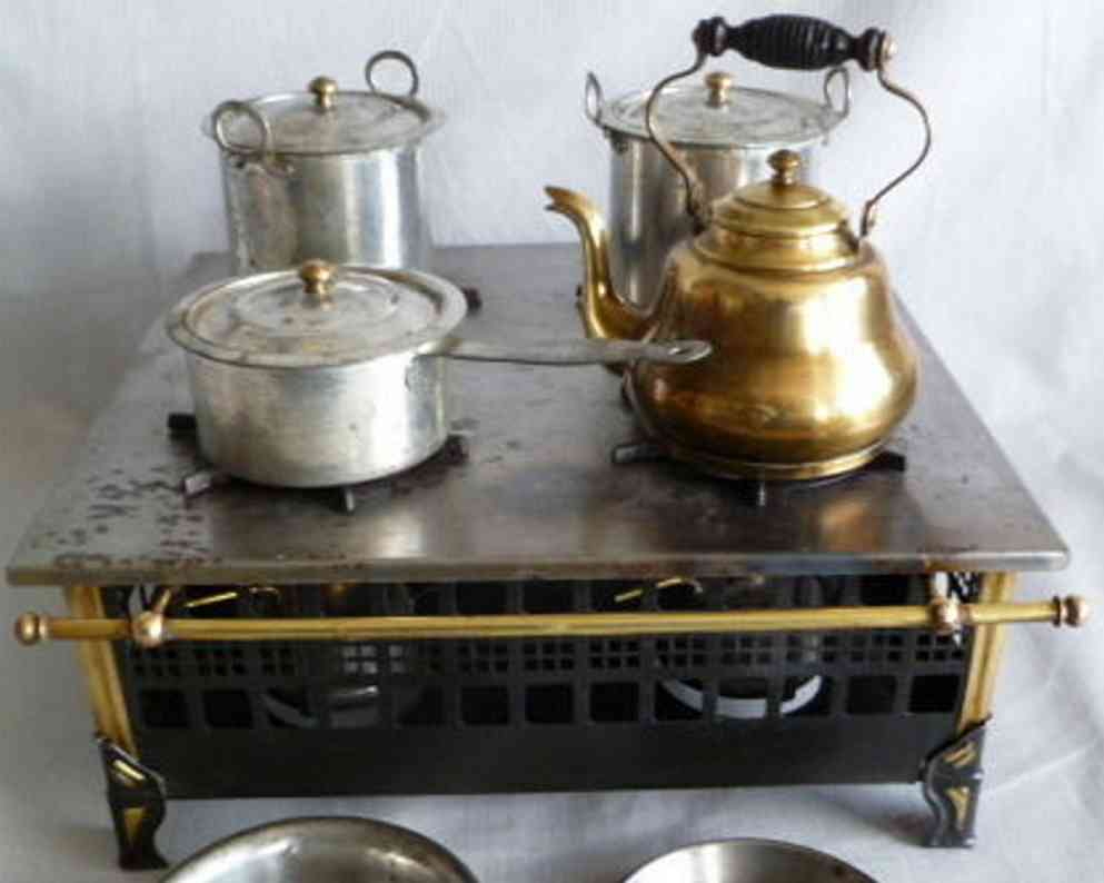 marklin 9624/4 tin toy stove with dishes and teakettle