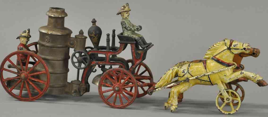 harris toy co spielzeug gusseisen feuerwehrkutschenwagen mit kessel und zwei pferden aus gusse