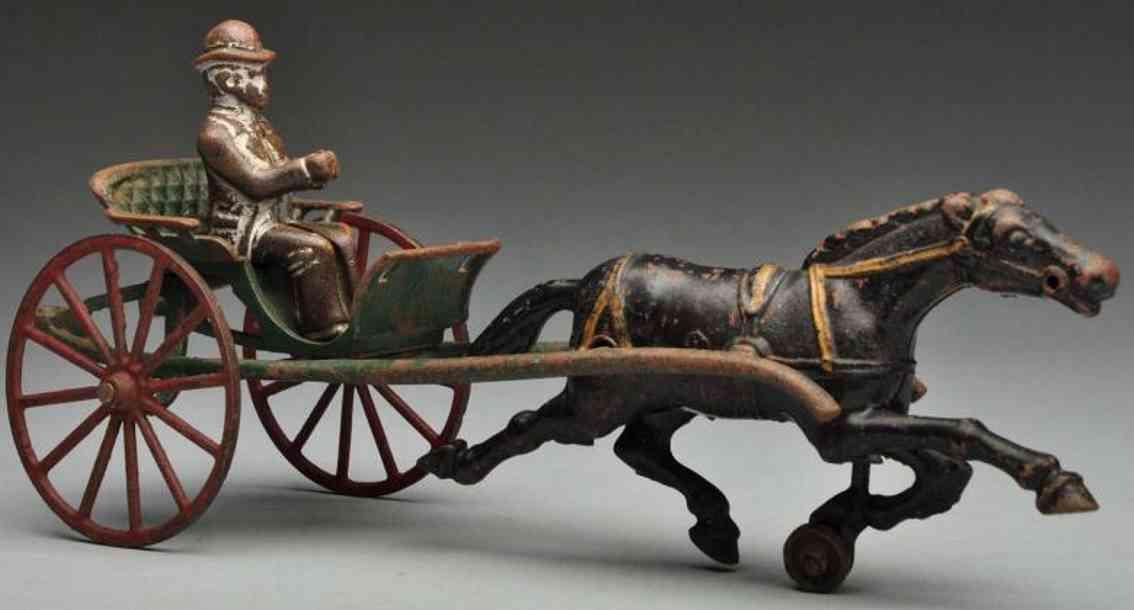 Hubley Kutscher mit Figur und schwarzem Pferd aus Gusseisen