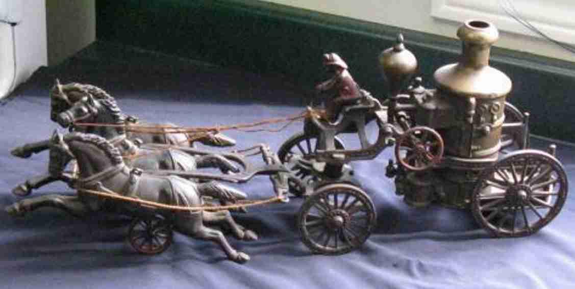 ives spielzeug gusseisen pumpenkutschenwagen drei pferde