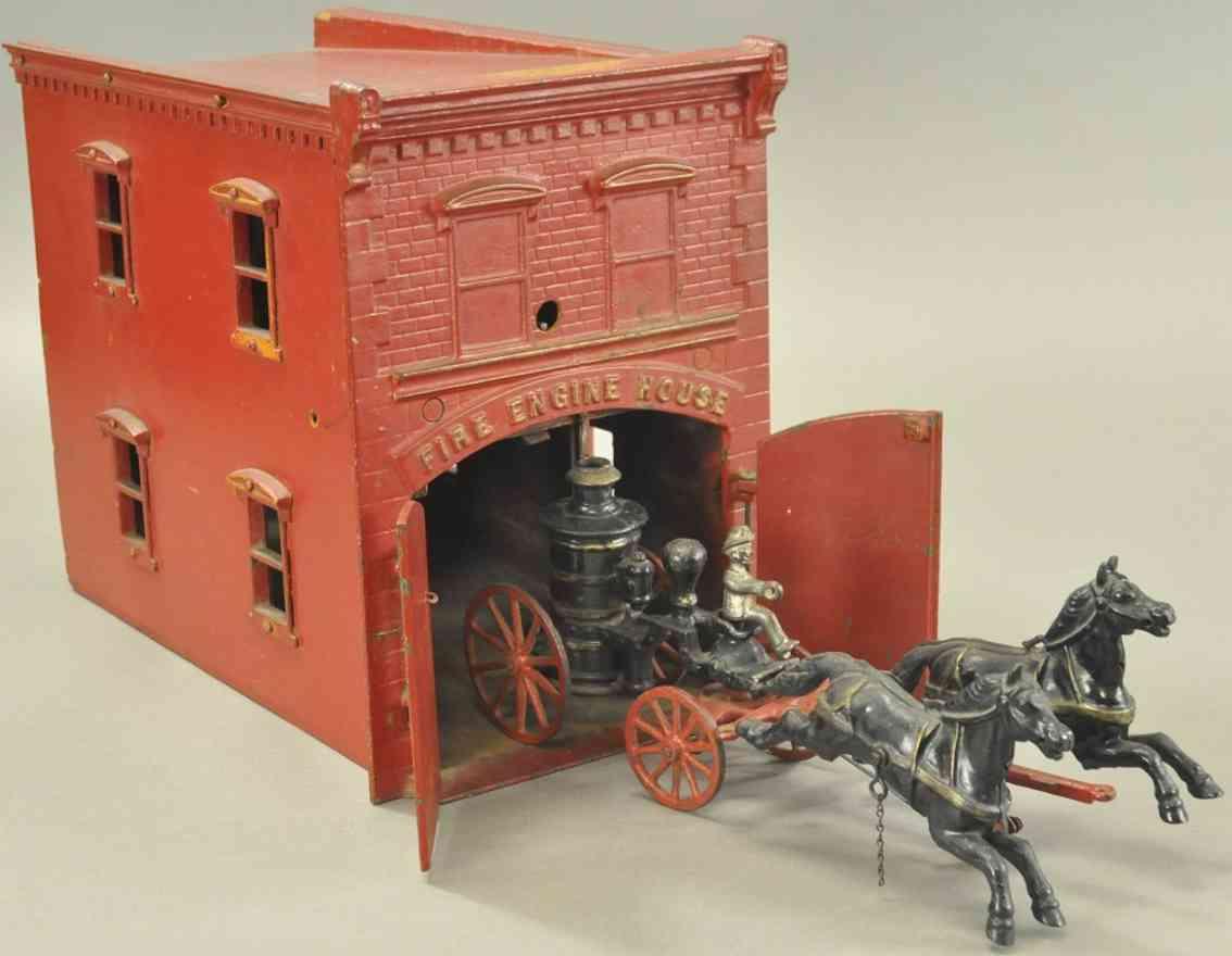 ives spielzeug gusseisen feuerwehrhaus rot mit uhrwerk und kutsche