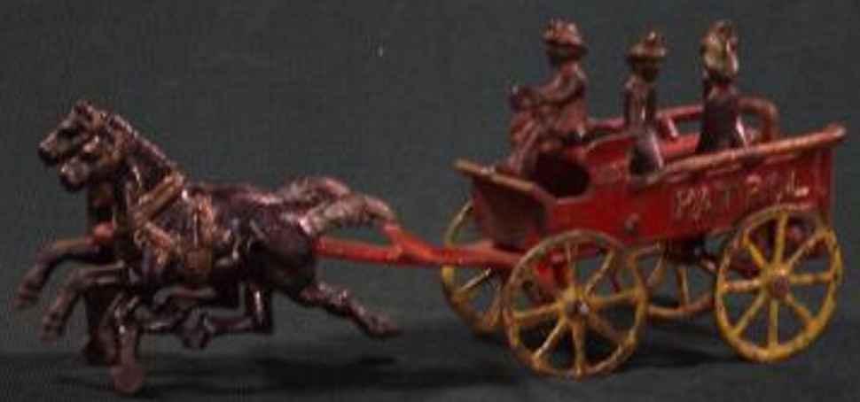 Kenton Hardware Co Patrouillenwagen mit zwei Pferden Fahrer und drei Männern